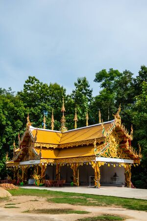Thai style pavilion in Phra Nang Din temple, Phayao province. Banque d'images