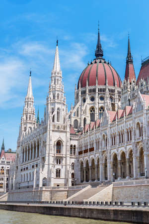 facade of parliament building in Budapest in Hungary Standard-Bild