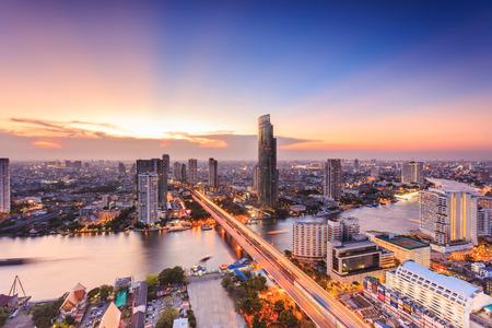 バンコクの街並み、夜、高層ビルからの眺め