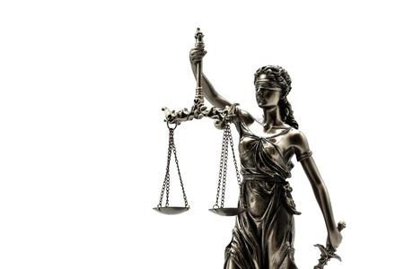 gerechtigkeit: Statue von Gerechtigkeit auf dem weißen Hintergrund Lizenzfreie Bilder