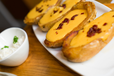 circunstancia: Potato skins, dining appetizer in the restaurant circumstance