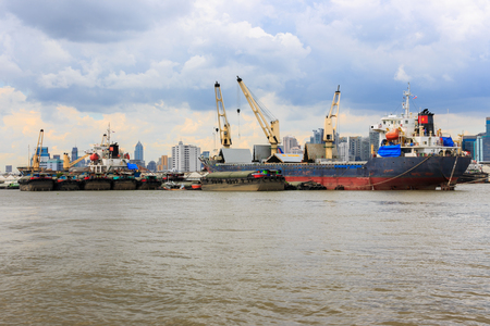 the chao phraya river: Bulk cargo ship unloading their cargo in the Chao Phraya River, Bangkok Port, Thailand