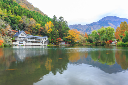 Yufuin is a popular Onsen resort in Kyushu, Japan. Lake Kinrinko is another natural landmark of Yufuin besides Yufu Mountain. Banque d'images