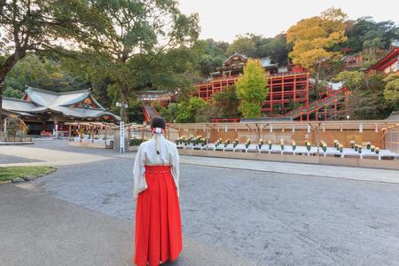 九州、日本 - 2015 年 11 月 10 日: 祐徳稲荷神社は、1687 年に建てられた日本で商売繁盛の神に神聖な有数の神社のひとつです。鹿嶋市にあります。