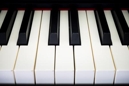 tiefe: Piano-Tasten mit geringe Schärfentiefe