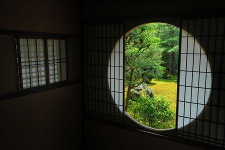 円形開口フレーム「鎮ブ ロック」京都の東福寺で有名な禅庭に表示
