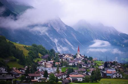 Landschap van Oostenrijks dorp St Anton