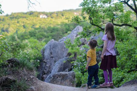 Two kids observe Buda hills around Foto de archivo