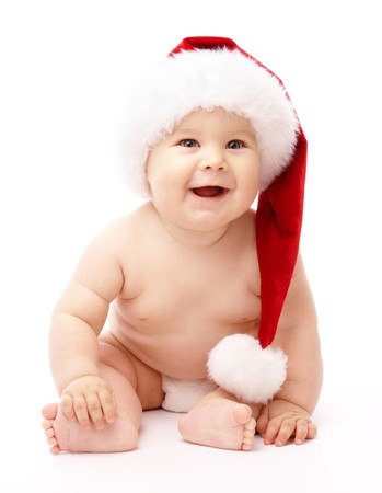 feeling positive: Adorable ni�o est� sentado en el suelo, usando gorro de Navidad rojo, aislado en blanco  Foto de archivo