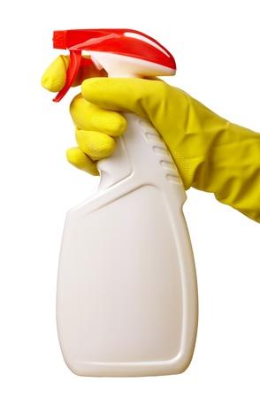 Aufgaben - hält Hand in gelb Handschuh Sprayer mit chemischen Reiniger, isolated over white