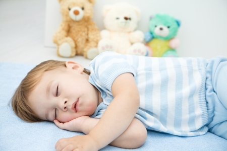 Cute little boy is sleeping on a white pillow Imagens - 16336116