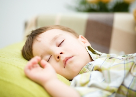 Portrait of a cute little boy sleeping on white pillow Imagens - 18503082