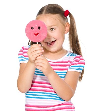 piruleta: Niña feliz con el lollipop grande, aislado más de blanco Foto de archivo