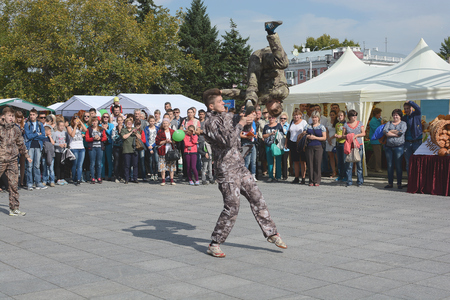 somersault: demonstration performance special forces, somersault ability,break dance