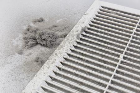 Pył jest zbierany z filtra kanałowego. Szkodliwy kurz w pokoju Zdjęcie Seryjne
