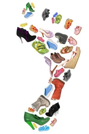 孤立した足の形で別の靴のコレクション
