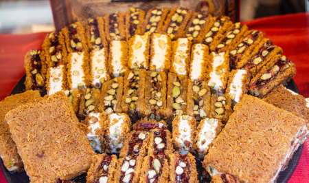 Turkish traditional dessert Kadayif  baked in syrup served with nut powder Banque d'images