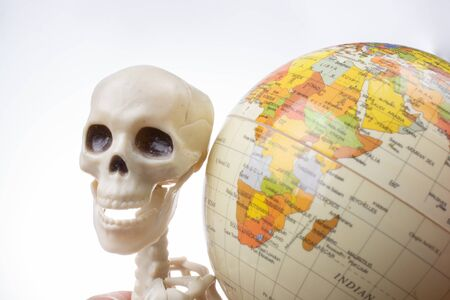 the earth in a skeleton hand Banque d'images