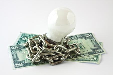 convection: Lampada a convezione elettrico con una catena di metallo avvolto sulle banconote