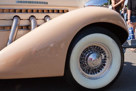 Detail of impeccably maintained classic car close up 版權商用圖片