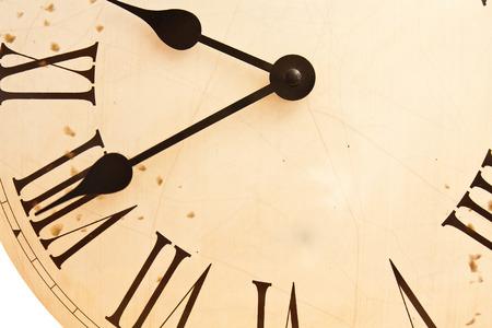 numeros romanos: Fragmento de un viejo reloj con n�meros romanos