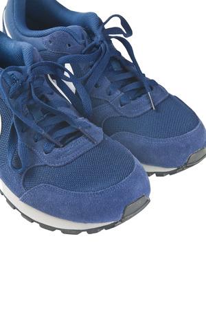 Trainer-Schuhe auf weißem Hintergrund Standard-Bild - 63273799