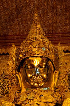 maha: Maha Muni Buddha, Mandalay, Myanmar