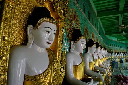 min: Buddha statue at U Min Thonze Cave Temple in Sagaing Stock Photo
