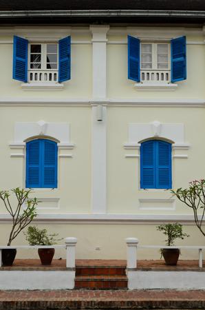 colonial building: edificio colonial en Luang Prabang Lao