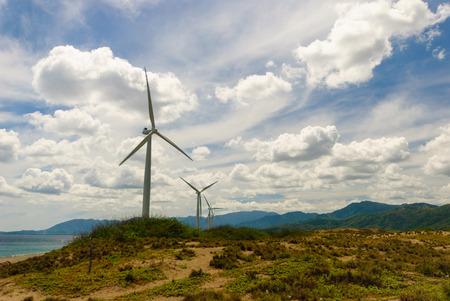 molinos de viento: Molinos de viento como Ilocos Norte Filipinas. Foto de archivo