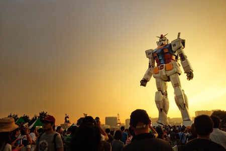 原寸大で日本のアニメ キャラクターの展示会。 報道画像