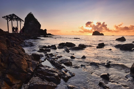rock formation: Photographing rock formation at sunrise