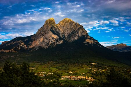 Pedraforca mont on cloudy day with high contrast colors in the morning (SPAIN) Stok Fotoğraf