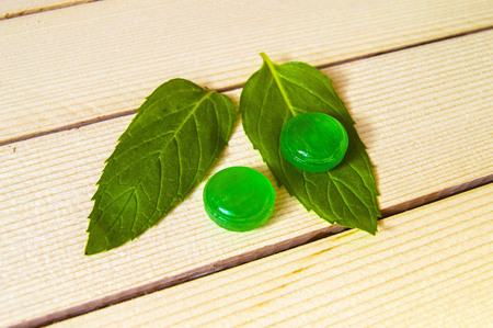 sweettooth: Mint sugar, tiny mint-flavored candies, mint-flavored sugar for cooling, minted sugar for nausea, green mint and mint-flavored sugar concepts