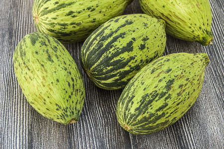 full immature small melons and fully ripe melon pictures, Reklamní fotografie