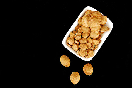 dried apricot kernels in a plate, Banco de Imagens
