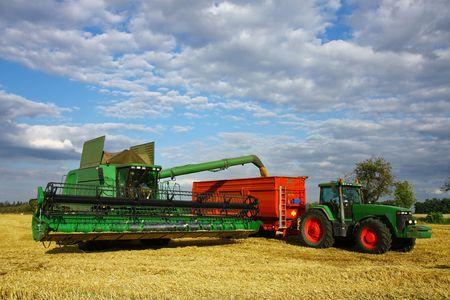 harvester load the trailer