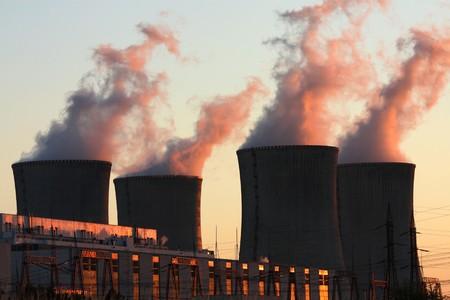 日没時に原子力発電所 写真素材