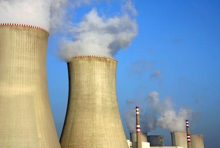 evaporacion: detalle de la planta de energ�a nuclear y torres de refrigeraci�n