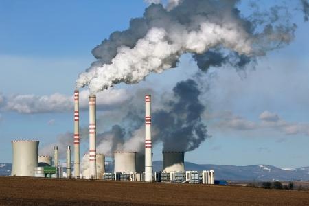 喫煙石炭発電プラントのビュー 写真素材