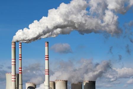 白い危険石炭発電所煙突から煙