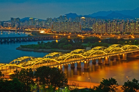seoul: Bridge by night