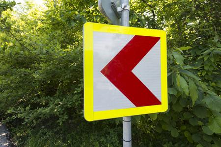 tilting: Corner sign