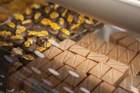 Caramelos de chocolate hermosos y deliciosos