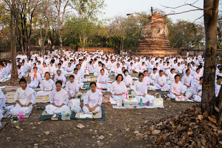 candlelit: WatMahaeyong, Ayutthaya, Thailand - February 22,2016 - Many buddhist meditate before candlelit procession at WatMahaeyong on Magha Puja Day. Editorial