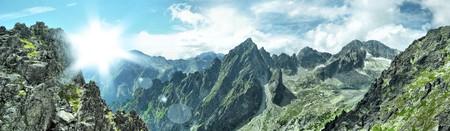 hight 산의 멋진 파노라마보기
