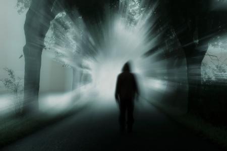 atmosphere: sagoma di uomo in atmosfera scura