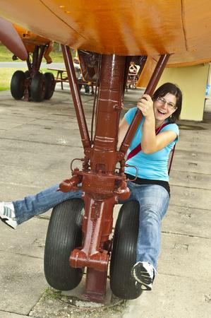 girl at the landing gear Standard-Bild