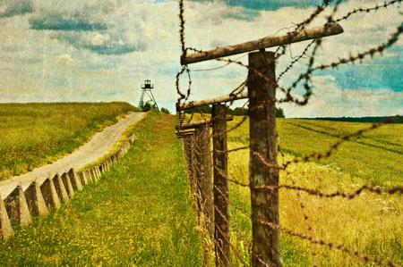 철조망이있는 오래 된 국경