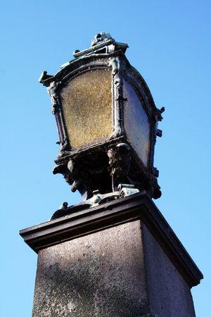 weather beaten: Ho trovato questa vecchia lampada di via a Monaco di Baviera, vicino al palazzo baroque Archivio Fotografico